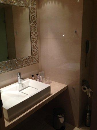 Divani Palace Acropolis: Bathroom