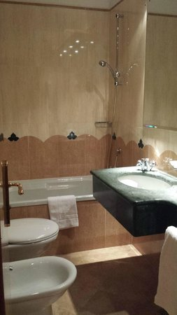 Arlecchino Hotel: Bathroon