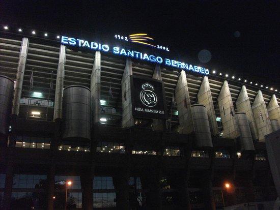 Estadio Santiago Bernabéu: Bernabeu by night