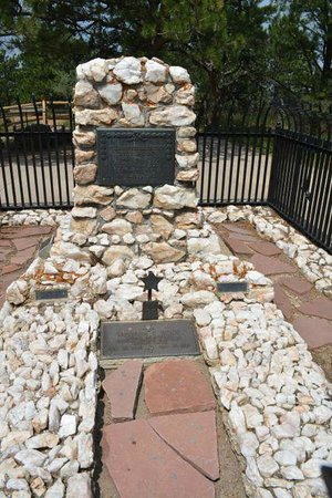 Buffalo Bill Grave and Museum: Gravesite of Bill and his wife.