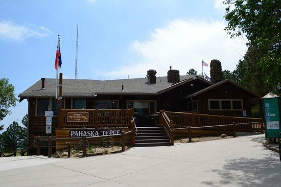 Buffalo Bill Grave and Museum: The cafe and souvenir store