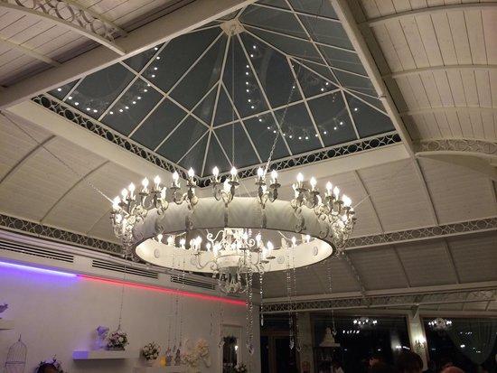 Lampadario nuova sala - Foto di Villa Althea, Triflisco - TripAdvisor