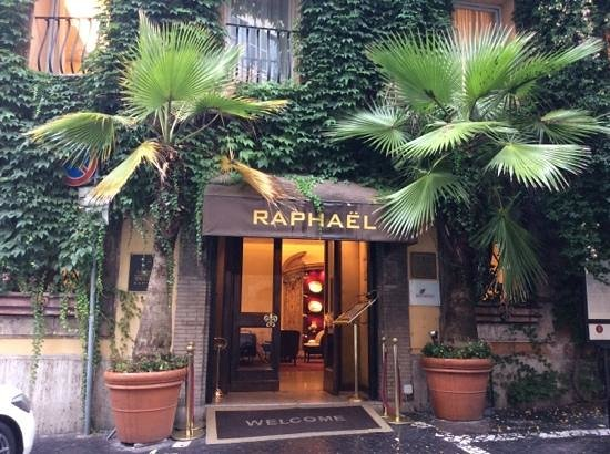 Hotel Raphael : front of hotel