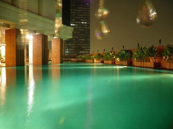 lebua at State Tower: The pool. Only criticism is it lacks views despite being high up