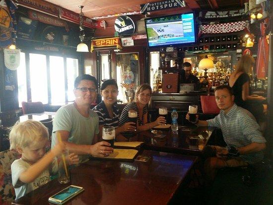 The Port Shield Pub: Проходите мимо! Гиннесс самый дорогой в Стамбуле и не самый вкусный, за обслуживание дополнитель