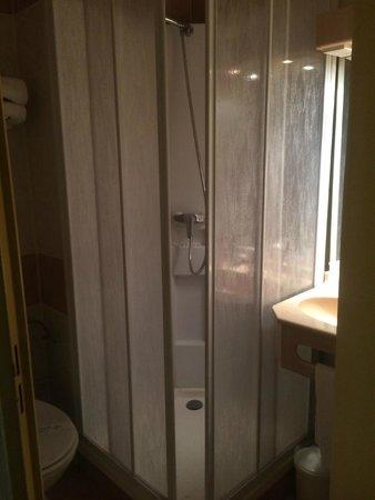 Kyriad Nice - Stade: salle de bain