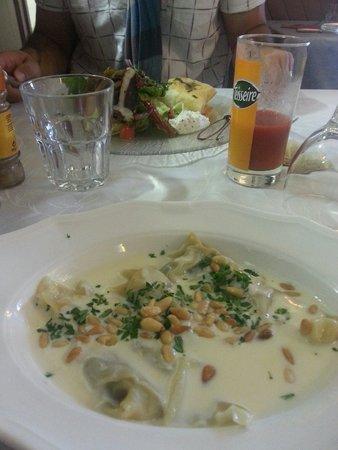 Restaurant La Gourmandine : Entrées : Ravioles de Cèpes au pignons de pins