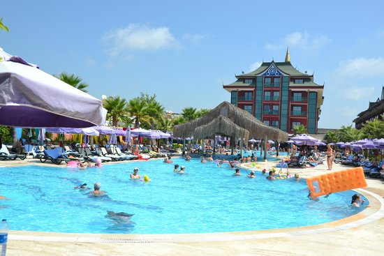 Siam Elegance Resort & Spa: une piscine de l'hôtel