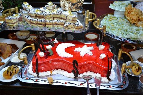 Siam Elegance Resort & Spa: desserts dans le restaurant principal