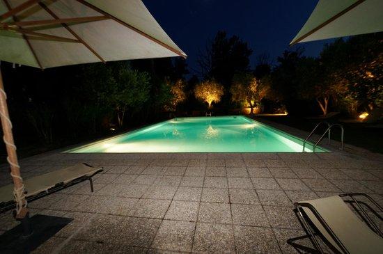 Relais Villa De Angelis : Pool by night