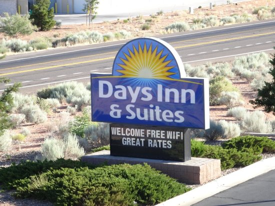 Days Inn & Suites Page Lake Powell: Days Inn sign