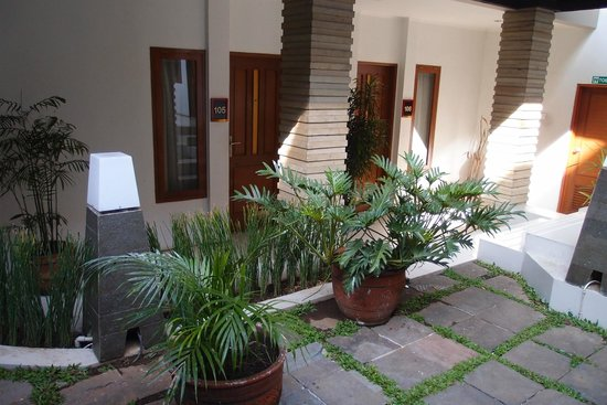 Ariandri Boutique Guesthouse: Rooms around the patio