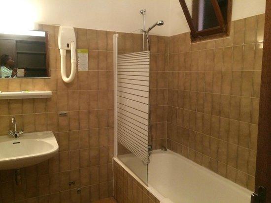 Hôtel Corsica : salle de bain