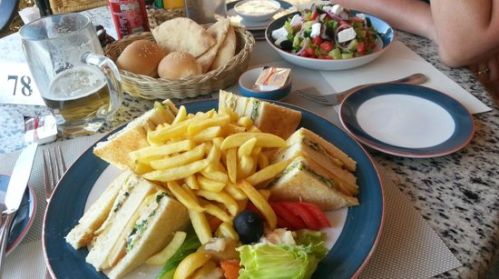 Steigenberger Nile Palace Luxor: Pool Bar lunch