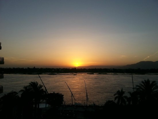 Steigenberger Nile Palace Luxor: Sunset viewed from room