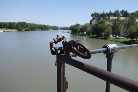 Pont Saint-Bénézet (Pont d'Avignon): Dragon handle