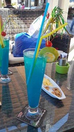 DEL MAR SNACK BAR: голубая лагуна