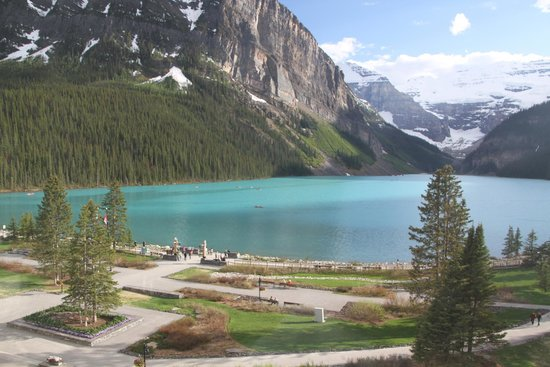 Fairmont Chateau Lake Louise : View from room at Chateau Lake Louise