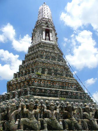 Wat Arun (Tempel der Morgenröte): it's hard to get the whole temple in one shot