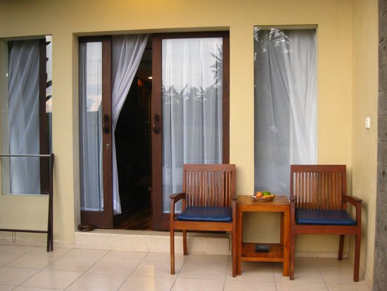 Biyukukung Suites and Spa: Patio overlooking Paddy Fields