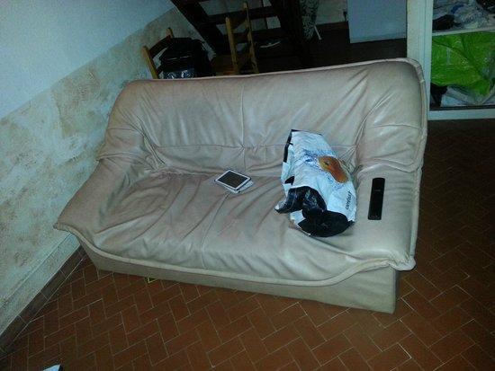 U Paesolu : Cannapé deux places alors que le studio est loué pour 4