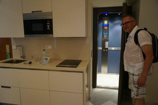 Suites Murillo : Der Aufzug führt direkt in die Suite