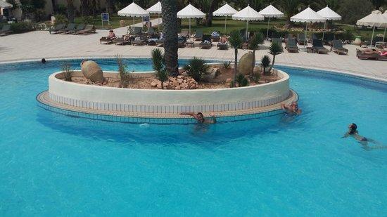 Yadis Djerba Golf Thalasso & Spa : Piscina yadis