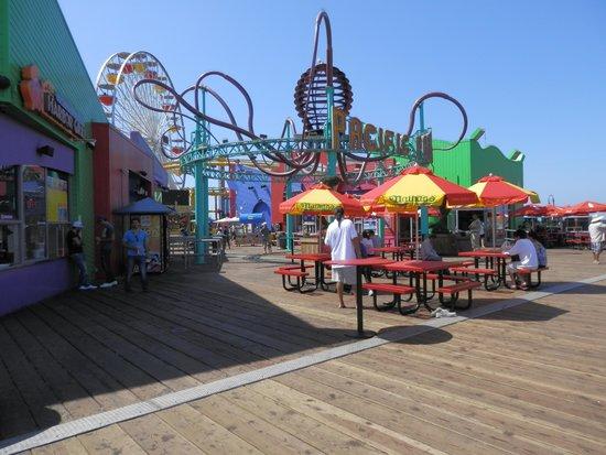 Santa Monica Pier: 誰でも入れる遊園地です