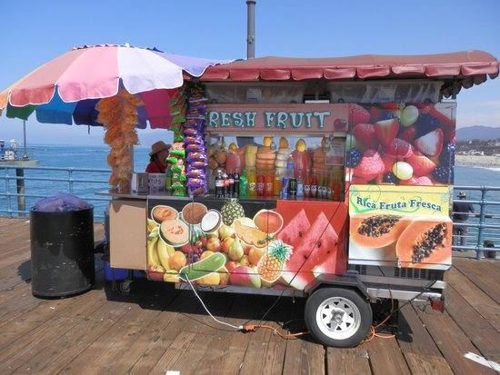 Santa Monica Pier: カラフルな売店です