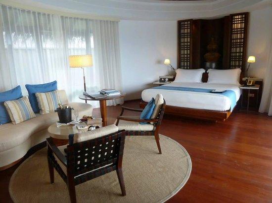 Constance Halaveli: bedroom