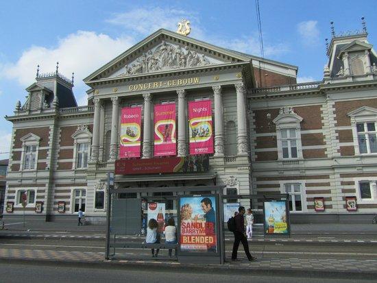 Concertgebouw: aanzicht vanaf van Baerlestraat