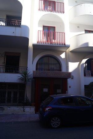 Hotel Albatros : de kamer boven de achteruigang