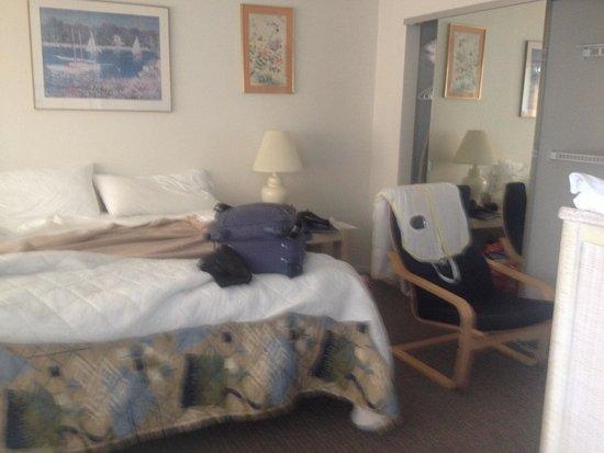 Montauk Manor: Cramped room