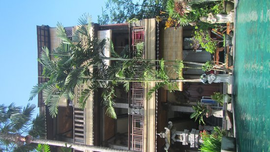 Rumah Roda: rooms and pool