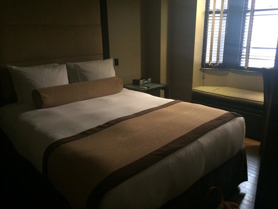 The Mansfield: Small room on 8th fl; queen bed