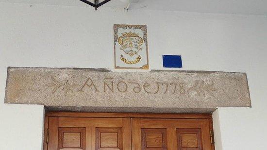 Velayos, España: Dintel del Ayuntamiento