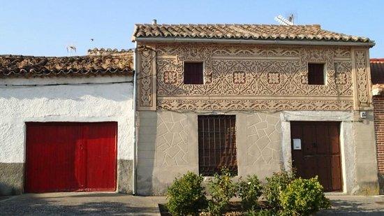 Fachada de una casa del pueblo picture of velayos for Fachadas de casas de pueblo