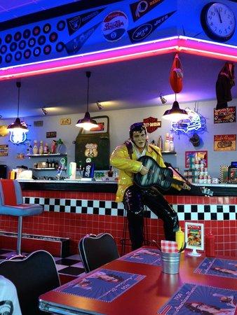 1950 American Diner: Immancabile Elvis al bancone