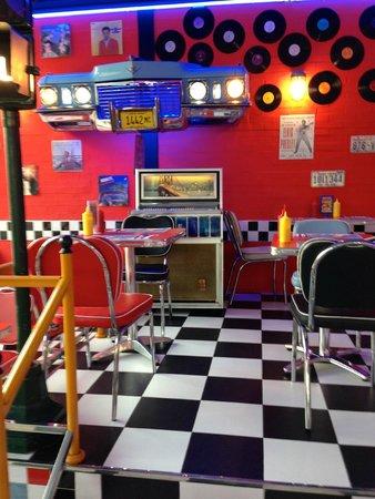 1950 American Diner: Il vecchio juke boxe degli anni 50