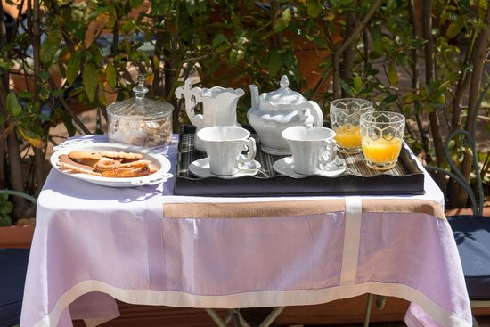 Buonanotte Garibaldi B&B: Rome Room | Honeymoon Breakfast