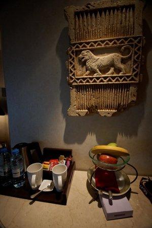 Phoenicia Hotel : Room
