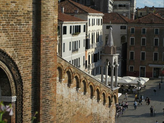 B&B Bloom Venice: Looking from roof terrace on to Campo Santo Stefano