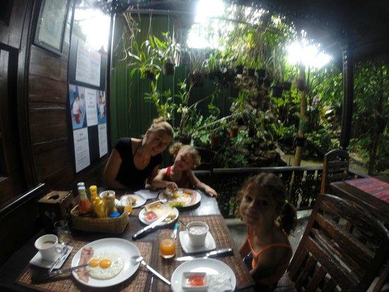 Bungalows Guesthouse: petit déjeuner