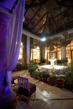Phoenicia Hotel : Near pool area