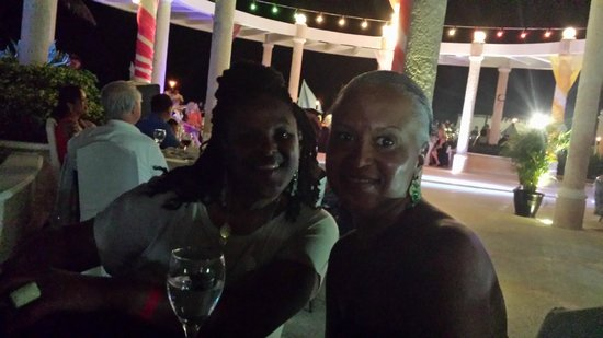 Sandos Cancun Lifestyle Resort: new friends from virginia