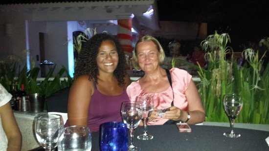 Sandos Cancun Lifestyle Resort: new friends from Rumania