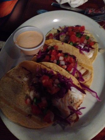 Black Pearl Oyster Bar and Grille: Fish tacos