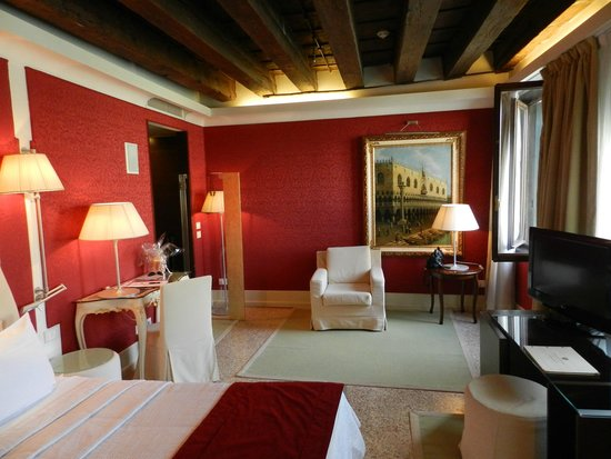 Hotel Palazzo Giovanelli: Junios Suite with canal view