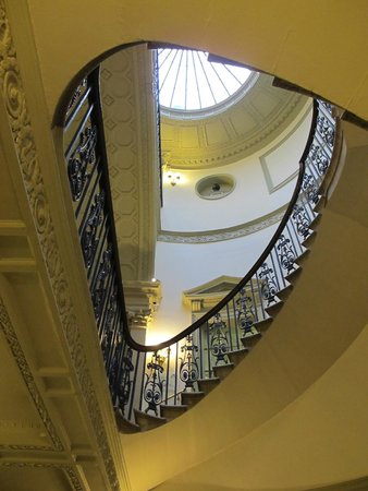 The Courtauld Gallery: Stately Building and Great Gallery