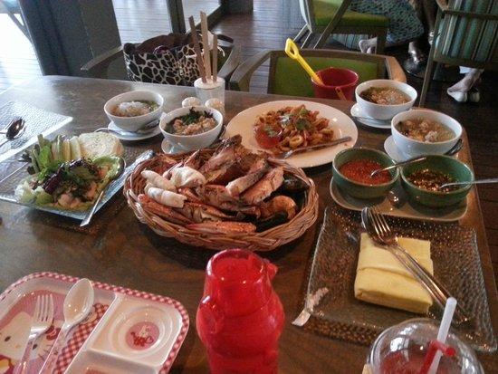 Veranda Resort and Spa Hua Hin Cha Am - MGallery Collection : Dining at I Sea restaurant. Seafood plate is no fresh.
